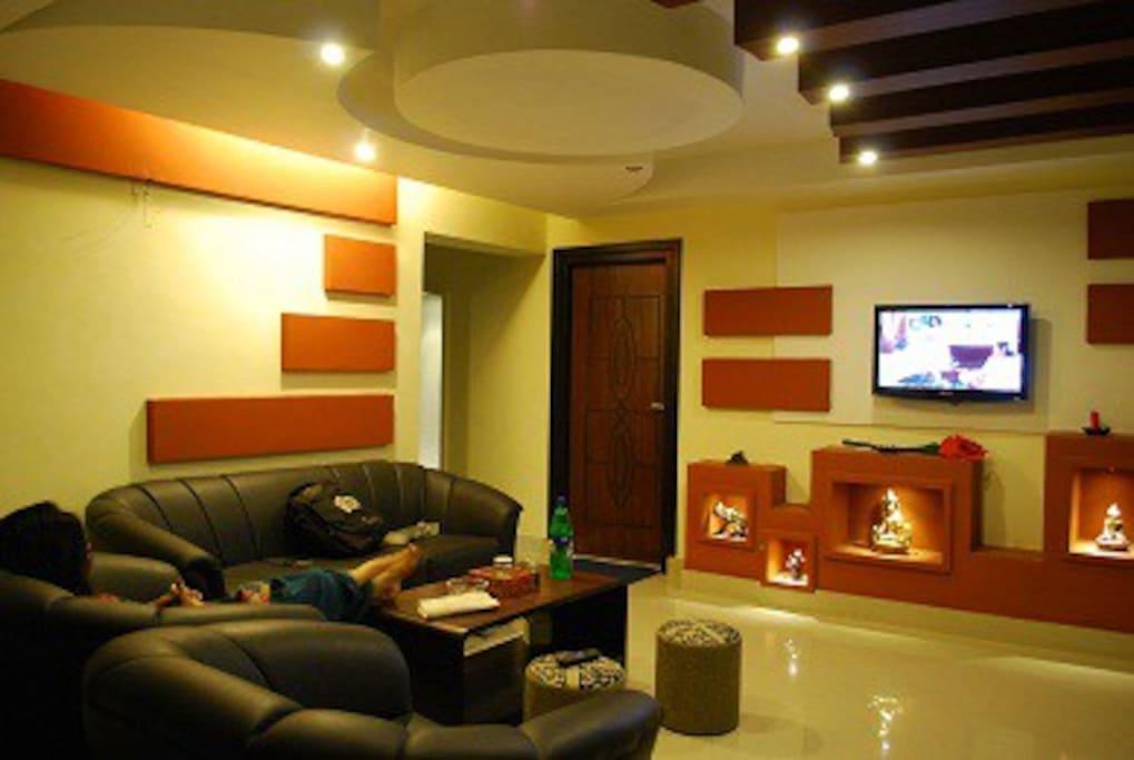 common sitting/ tv room
