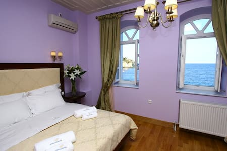 Neoclassical Deluxe Suite in Syros - Hermoupolis - Bed & Breakfast