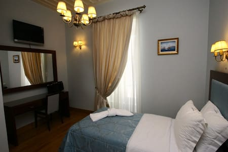 Neoclassical Single Room in Syros - Hermoupolis - Bed & Breakfast
