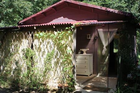 casette in legno in fattoria bio - Saludecio - 家庭式旅館