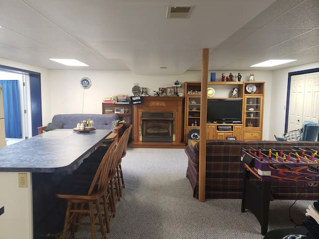 Lower level full apt close to Penn State Univ