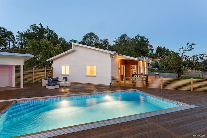 Modern family villa with pool in Stockholm suburb.