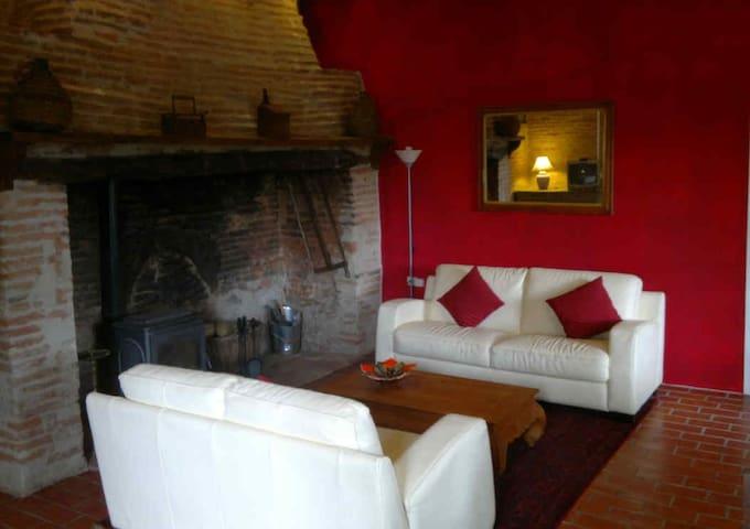 Mimosa Cottage avec piscine/jardin - Castelsarrasin - House