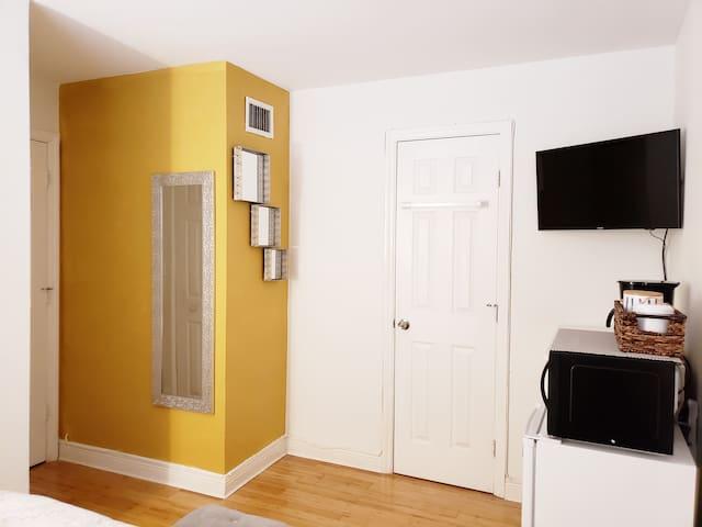 Comfortable Private Room with Private Bath