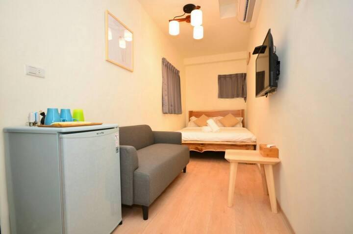 月租 短租~有冰箱~網路~洗衣機~飲水機~衣櫃~曬衣空間等個人備品提供~一個皮箱即可入住
