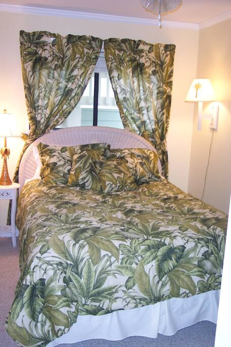 BR has queen bed, 2 small side tables, and small dresser, plus closet