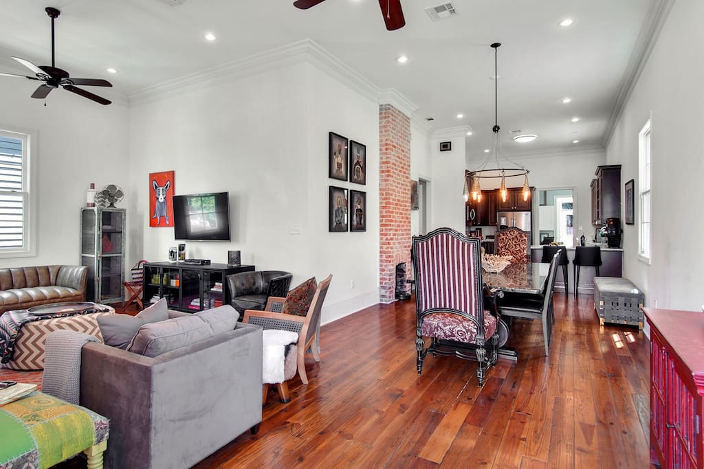 Open concept from living/dining/kitchen...