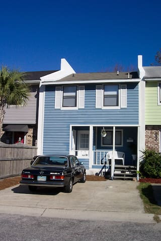 PERFECT CHARLESTON LOCATION - MILE BEACH/6 DOWNTWN