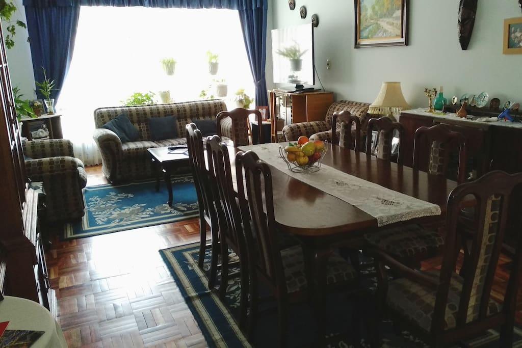 Comedor y living del apartamento, zona común.