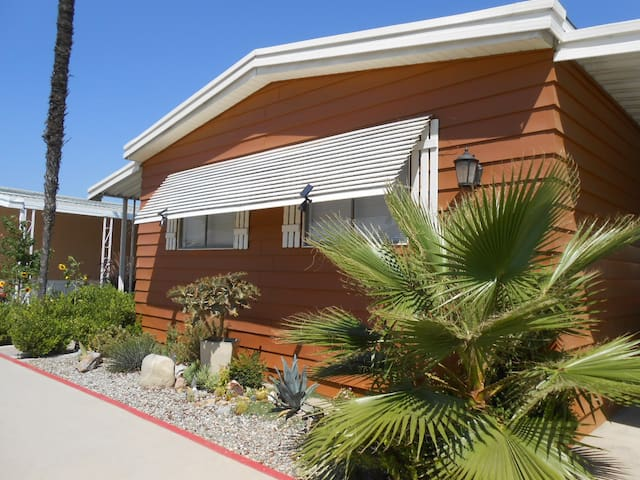 Hotels airbnb vacation rentals in diamond bar for Cheap cabin rentals southern california