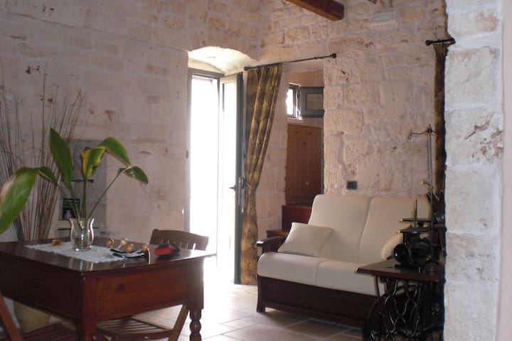 STONE HOUSES FOR 5 PEOPLE - San Michele Salentino - Byt