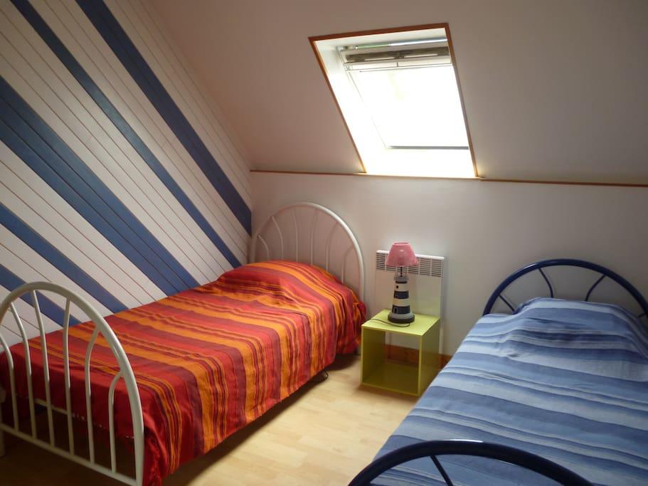 chambre 2 lits à l'étage