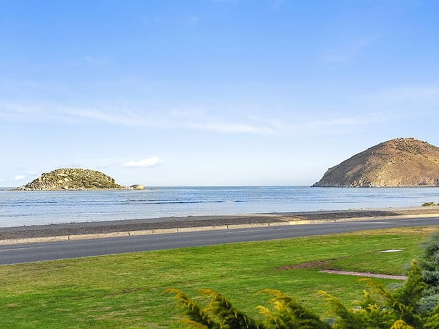 Unwind @ 'By The Sea' on Franklin Beachfront - Encounter Bay - Apartment