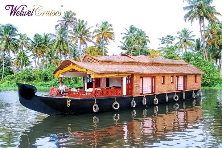 One Bedroom Deluxe Houseboat