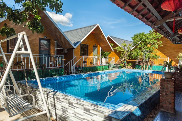 POMELO HOMESTAY- Triple Room with Pool View