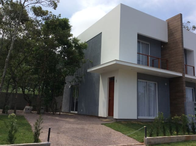 Casa nova nos altos da rua da Capela no Campeche - Florianópolis - House