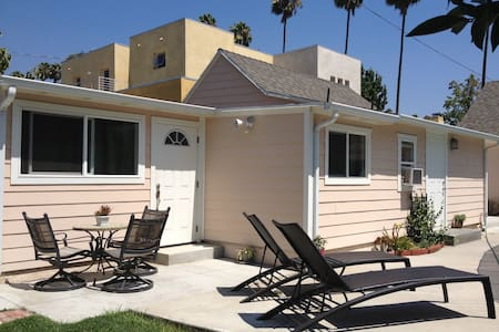 Room type: Entire home/apt Property type: House Accommodates: 4 Bedrooms: 0 Bathrooms: 1