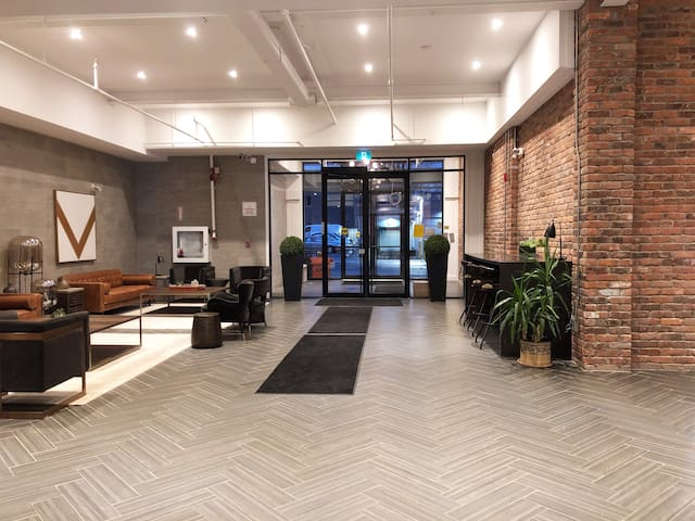 30% off- Modern 2 BDRM Luxury Loft!!