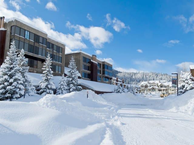 Snowflake Ski-In Ski-Out 2BR 2Bath