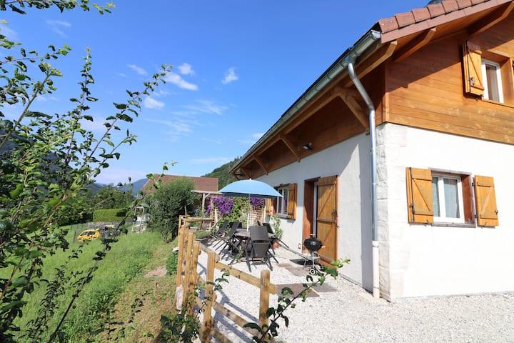Appartement moderne dans maison à la campagne