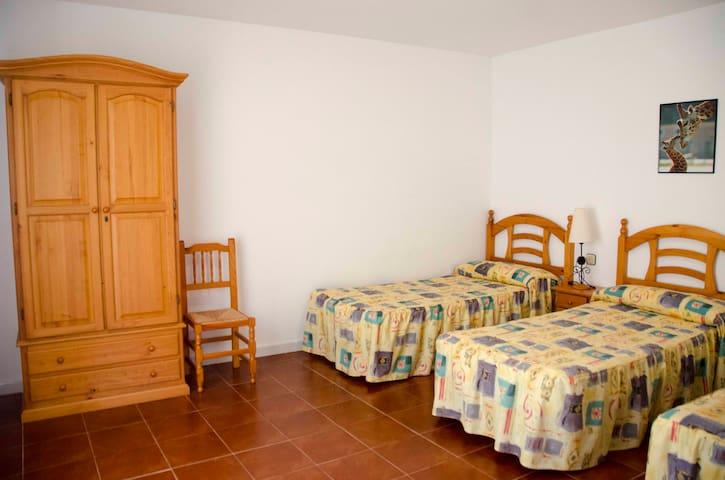 BONITO APTO. EN ESPACIO FAMILIAR CERCA PLAYA Y BCN - Cunit - Apartamento