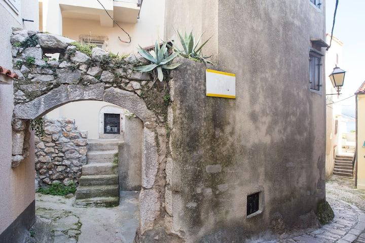 Under Ancient Roofs Vrbnik ap 2+1