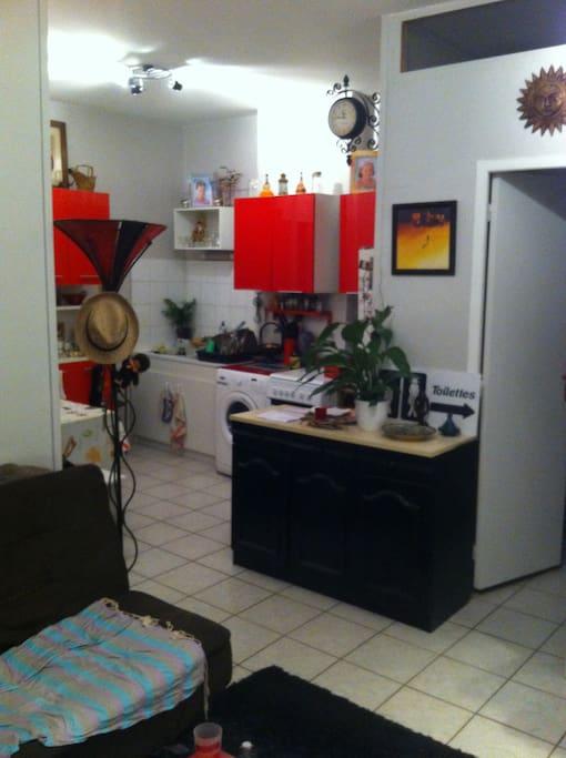 agreable cuisine tout équiper ,gaziniere 4 feux,four,frigo,congelateur,lave linge