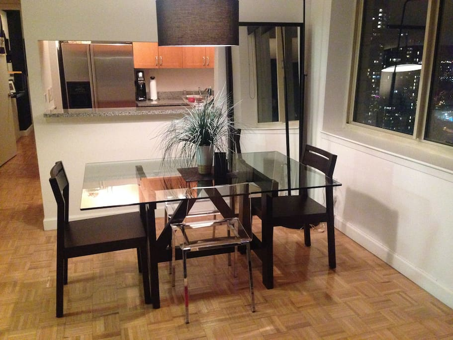 Dining Space w/ Seating for 4