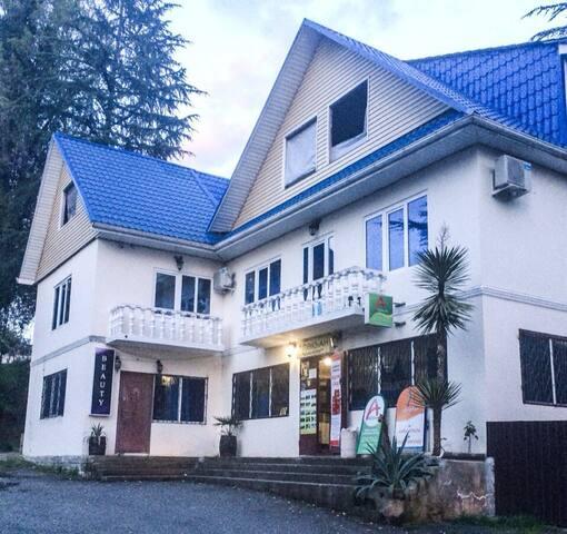 Абхазия,Сухум;сдаются номера в гостевом доме!