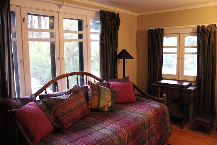 Middle bedroom with twin trundle beds