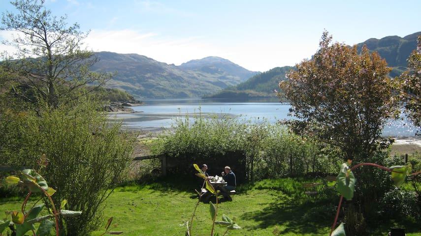 Loch Alsh Shoreside B&B - Twin / Single Bedroom