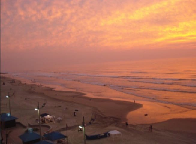 Casa a uma quadra da praia (Centro) - Mongaguá  - Huis