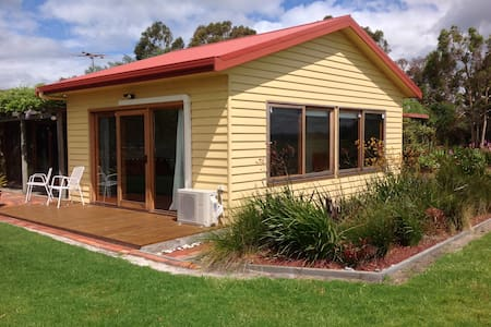 Self contained room/ gorgeous views - Port Albert