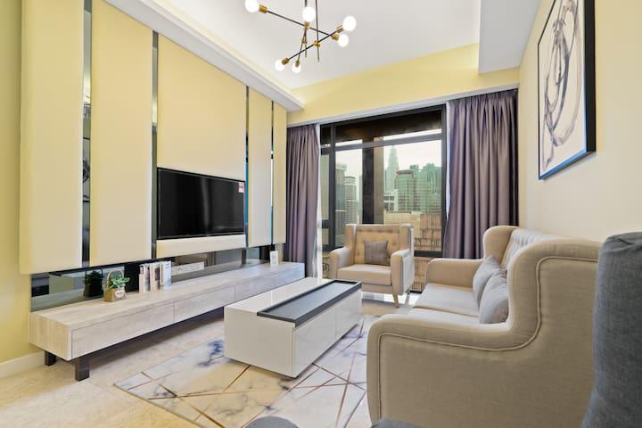 Modern 1BR Apartment w/ KLCC View with Netflix