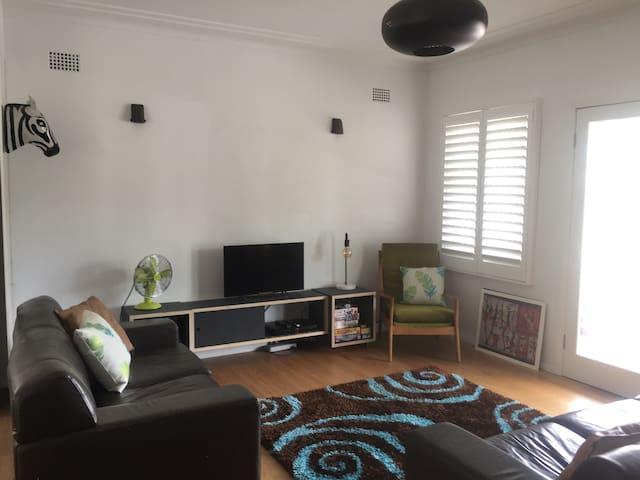 Retro Beach House - Bright, Breezy and Beautiful