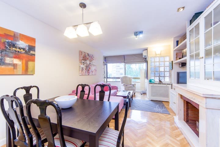 Large and bright 4 bedroom 2wc flat - Madrid - Apartamento