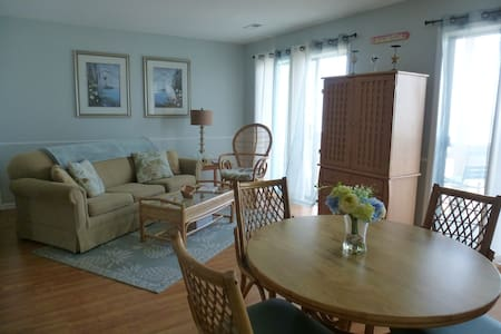 Beautiful Oceanfront Condo - Surfside Beach