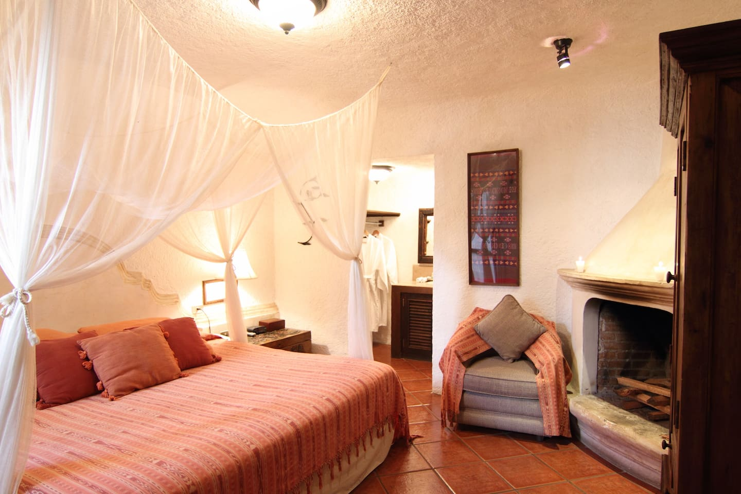 King size bed with canopy, private bathroom, fireplace.