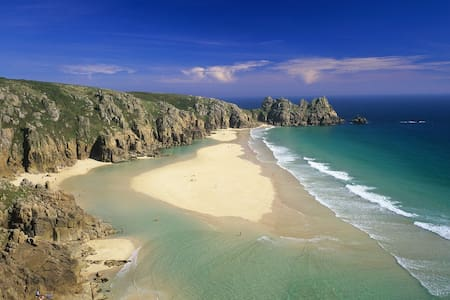 large quiet house- affordable room - Porthcurno