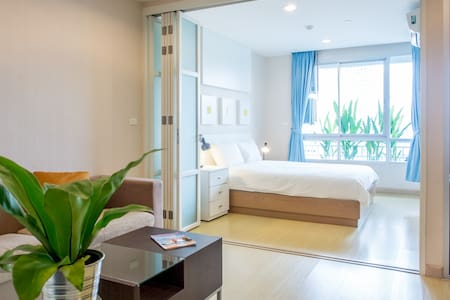 42 sqm with pool, near BTS & RIVER - Bangkok - Apartment