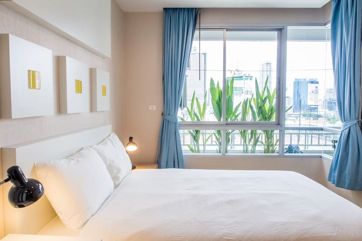 bedroom with city view