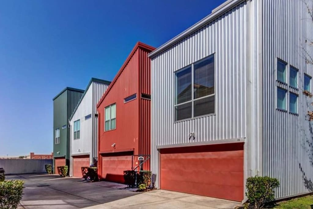 Modern home minutes from Downtown Houston