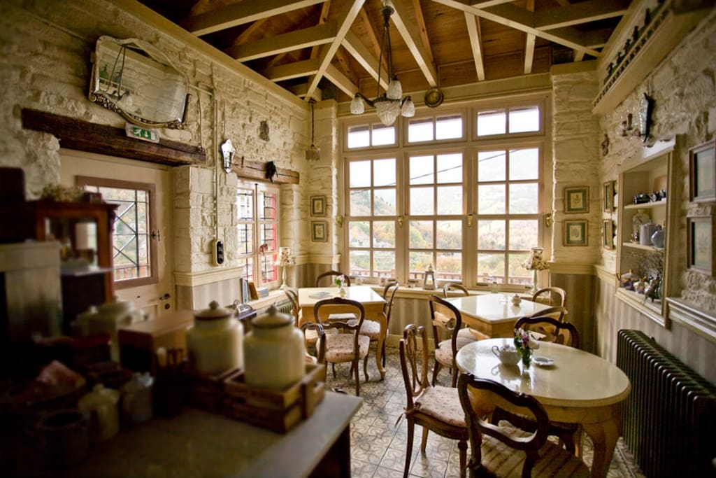Having a traditional homemade breakfast in this room, starts your day, just perfectly...