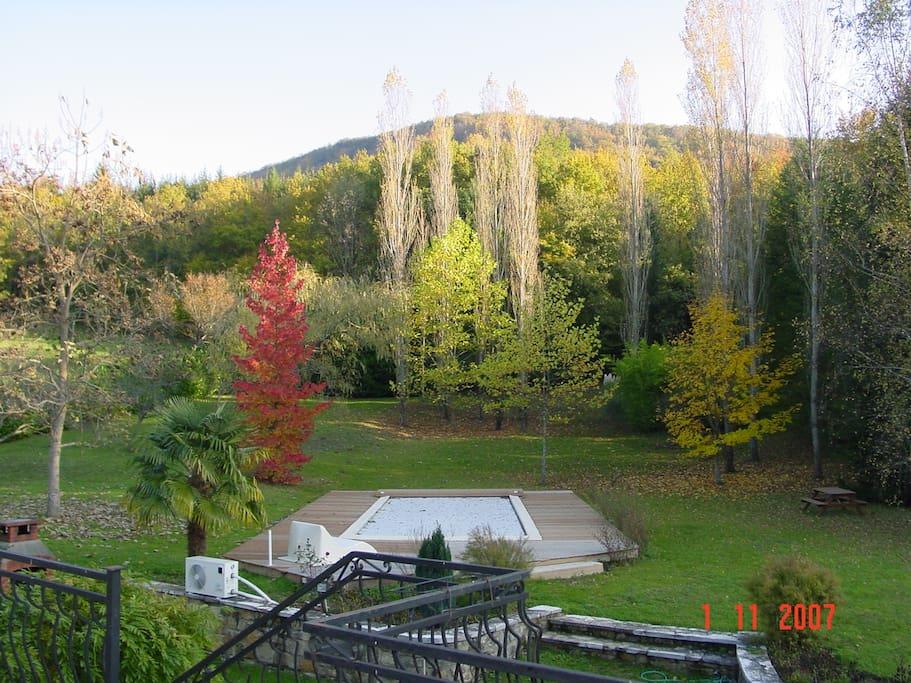 le parc à l'automne en accès depuis les 2 chambres d'hôtes