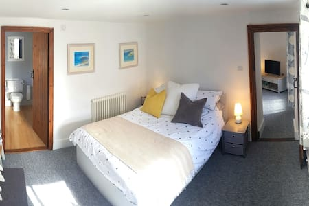 Nursery Cottage Bristol Airport parking and B&B