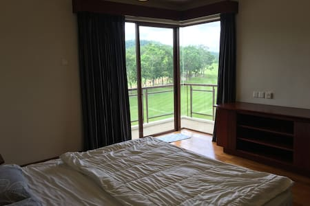 Master Room w Golf Course View in Resort Apartment - Skudai - Apartment - 2
