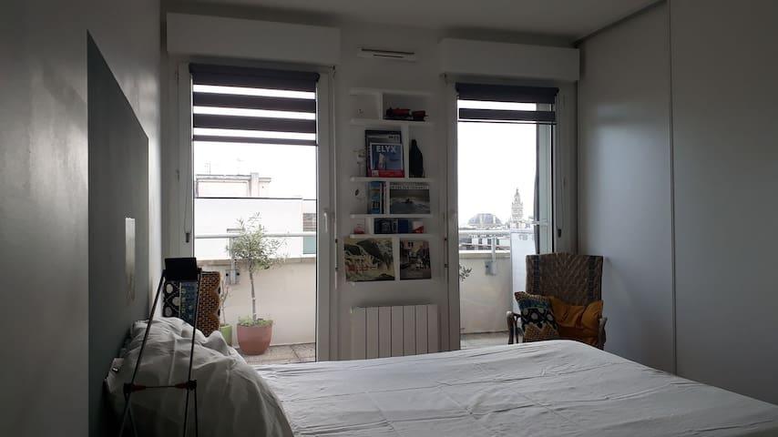 Un balcon sur la ville