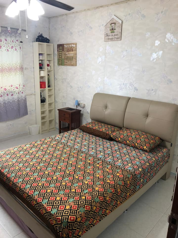 Cozy room just 5 mins walk to NTU.