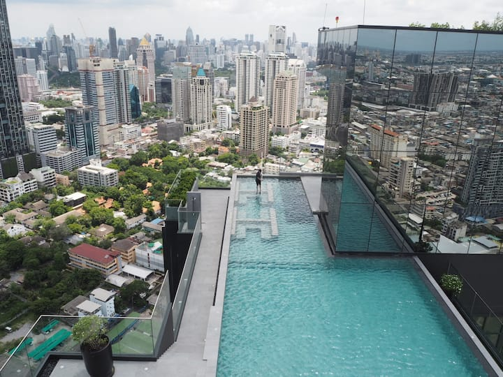 Urban Living in Sathorn's Luxe High-Rise Apartment