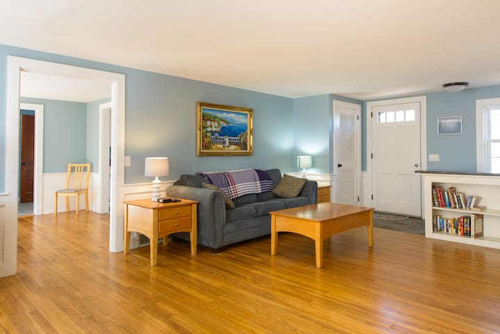 Cozy Cape House With Fireplace on Golf Course - Yarmouth - Hus